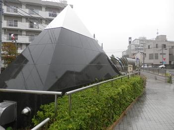 ピラミッド型オブジェ.JPG