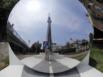 大横川親水公園(スカイツリーと不思議な記念撮影).jpg