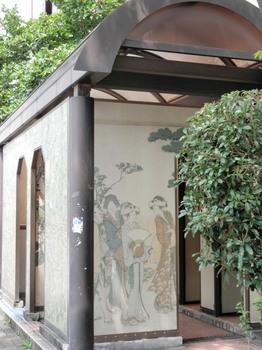 大横川親水公園(トイレの壁画)お洒落.jpg