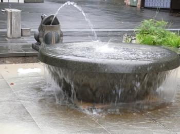 カエルの噴水.JPG