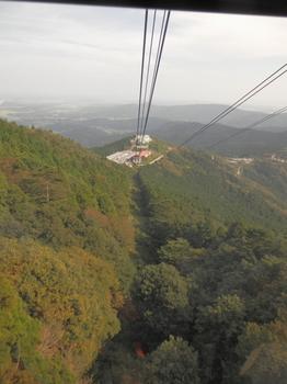 女体山からケーブルカー2.JPG