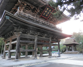 建長寺(三門と梵鐘).jpg