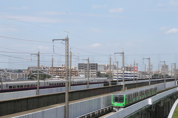 新幹線とニューシャトル.JPG
