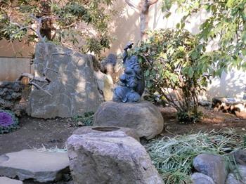 東覚寺(庭園内・大黒天).jpg
