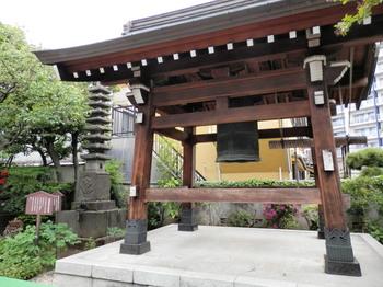 海福寺(梵鐘と九層の塔).jpg