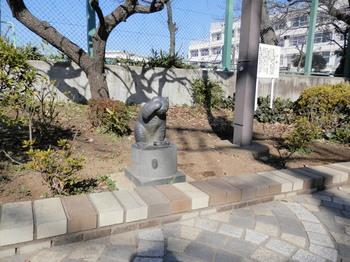 烏山川緑道、招き猫、品川橋付近.jpg