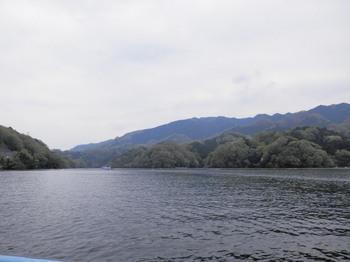 相模湖と石老山.jpg