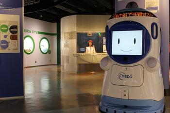 科学技術館(接客ロボット「アクトロイド」).JPG