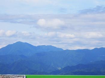陣馬山頂(富士山方面).JPG