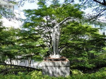 飛鳥山(平和の女神像).jpg